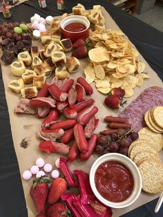 Birthday party food table snacks 47 Ideas for 2019 1st Birthday Foods, Birthday Desserts, Party Food 18th Birthday, Party Food 21st, 10th Birthday, Birthday Ideas, Grazing Platter Ideas, Party Food Platters, Grazing Tables