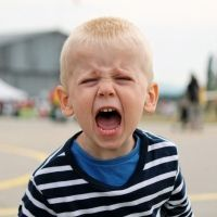 La técnica de la caja de la ira para frenar los berrinches en los niños.