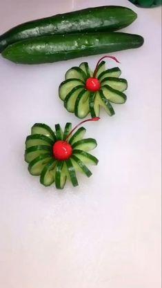 Easy Food Art, Creative Food Art, Creative Cake Decorating, Cake Decorating Videos, Amazing Food Decoration, Food Garnishes, Garnishing, Fruit Platter Designs, Eatable Flowers