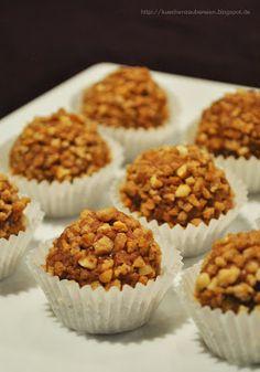 Haselnuss-Maronen-Kugeln Praline Chocolate, Chocolate Treats, Chocolate Fudge, Homemade Chocolate, A Food, Food And Drink, Christmas Baking, Cake Cookies, Truffles