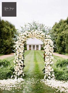 Fresh Flowers Ourdoor Wedding Arch Decoration.