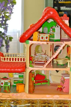 Strawberry Shortcake House- it was so cool! I so wish I still had this. Still have a lot of the furniture though