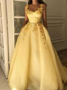 Yellow Wedding Dress, Yellow Dress Summer, How To Dress For A Wedding, Dress Wedding, Yellow Evening Dresses, Dress Prom, Robes Quinceanera, Dress Outfits, Maxi Dresses