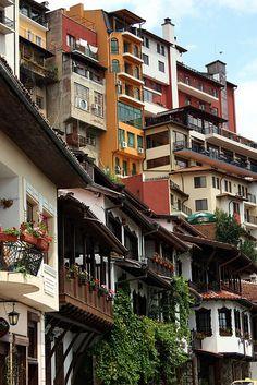 Veliko Tarnovo, Bulgaria - balcón de la izquierda es el albergue eran viví durante 3 días - lugar increíble y la gente visita Veliko Tarnovo con JMB viaje. Somos especialistas en excursiones por la ciudad encargo de Veliko Tarnovo en Bulgaria.