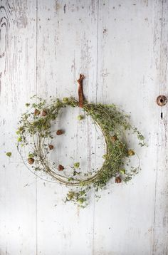 wreath-making with mandy - Kränze - Flowers Pics Dried Flower Wreaths, Wreaths And Garlands, Dried Flowers, Greenery Wreath, Autumn Wreaths, Holiday Wreaths, Christmas Decorations, Holiday Decorating, Decorating Ideas