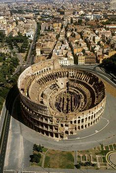 Vista aérea del Coliseo romano.. #Roma #Italia