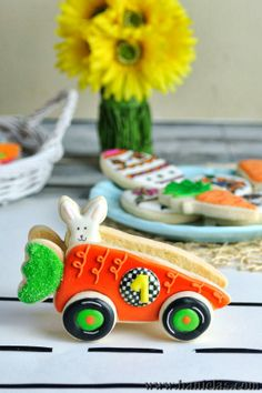 Haniela's: 3D Easter Carrot Car Cookie