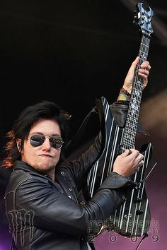 <3 Synyster Gates, omg That duckface..