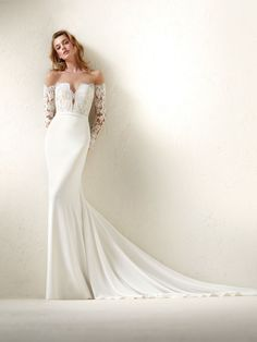 Dracma: Vestido de novia efecto dos piezas con falda sirena lisa y escote off the shoulder en tul cristal y manga larga - Pronovias