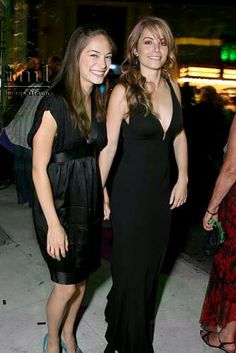 Kristin Kreuk and Erica Durance during The CW Launch Party - Inside at WB Main Lot in Burbank, California, United States. Erica Durance, Kristin Kreuk, Smallville, Celebrity Moms, Celebrity Outfits, Clark Kent, Jennifer Aniston Style, Jennifer Lawrence, Allison Mack