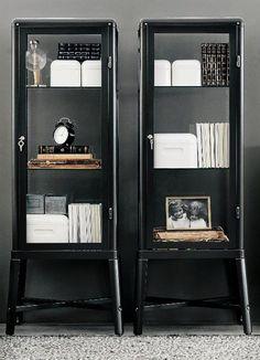 decoracao-armarios-pretos-com-portas-de-vidro-11