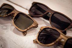 óculos de madeira!