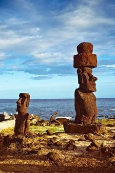 i am far away: Photo Easter Island Moai, Easter Island Statues, Mysteries Of The World, Ancient Mysteries, Ancient Aliens, Ancient History, Tiki Art, Vintage Tiki, Exotic Places