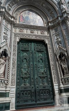 What's behind the green door? Only Florence's duomo. Have to confess - it's best from the outside - just look at the intricacies of this ornate door, but Florence's cathedral is one of the main sights people travel to the city to see, and if you haven't been there it's worth a little Italy travel to see it.