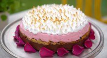 Frisk bløtkake med bringebærmousse og vaniljekrem | TV3 Mat