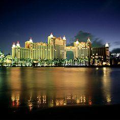 L'Atlantis Paradise Island, aux #Bahamas  http://selection.readersdigest.ca/voyage/destinations-de-voyage/les-10-hotels-les-plus-luxueux-du-monde?id=5