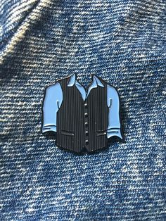 24mm soft enamel pin of Jack Kellys costume from the musical Newsies. Please choose between just the Jack pin or both the Jack and Katherine pins in an OTPin bundle for a reduced price.  Pin will come on a business card sized presentation card (design shown in third photo)    Follow on twitter and instagram: @lovedoesdesigns