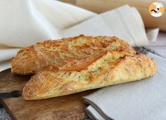 Baguettes de pain express sans pétrissage, Recette Ptitchef Fancy a good baguette? Exit the bakery stage, make it homemade! With this express and above all easy recipe, make your bread yourself … Pan Baguette Receta, Baguette Express, Easiest Bread Recipe No Yeast, French Baguette, Burger Buns, Yeast Bread, Naan, Tray Bakes, Bread Recipes