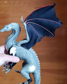 "Working on the wings ~ I hand-sew fabric onto the wire ""fingers"" using my fabric of choice. This fabric is scaled suit material. Polymer Clay Dragon, Polymer Clay Crafts, Horse Sculpture, Sculpture Clay, Dragon Dreaming, Dragon Figurines, Dragon Jewelry, Dragon Pictures, Animal Statues"