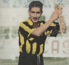 Futbolista uruguayo, nacido en 1927. Comenzó a jugar al fútbol en el Sud América,de donde pasó la Peñarol en 1948, con el que conquistó dos ligas (1949 y 1951).1952 se marchó a Italia tras fichar por la Roma, club en el que jugó 9 temporadas, hasta que entró a formar parte del equipo del Inter de Milán, con el que ganó, en la temporada 1962-1963, la Liga italiana. Regresó luego a Uruguay, donde jugó en Danubio, el Sud América y, de nuevo, en el Danubio, en el que se retiró a los 41 años World Library, Fifa, Soccer Players, All About Time, Roma Club, Legends, Sport, Soccer, The World