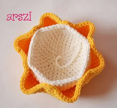 Diy And Crafts, Crochet Hats, Knitting, Mini, Chicken Wire Frame, Hens, Crochet Doilies, Ornaments, Hampers