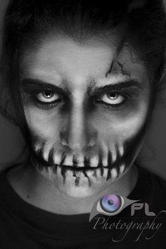 Skeleton makeup for guys Sugar Skull Costume, Sugar Skull Halloween, Cool Halloween Makeup, Sugar Skull Makeup, Sugar Skull Art, Halloween Town, Halloween Ideas, Halloween Costumes, Skeleton Face