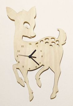 Handmade decorative wall clock, cut with precision laser cutter machine. All wood are in their natural color – texture without any dyeing process. Material: 4mm thick beech veneered plywood Mechanism: precision quartz mechanism – battery operated (1 x AA type) – battery not included. The