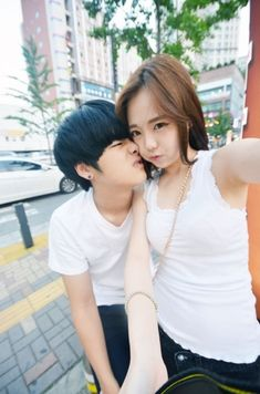 What makes up a healthy diet for working Moms, Dads? Korean Couple, Best Couple, Asian Love, Asian Girl, Matching Couple Outfits, Cute Asian Fashion, Asian Street Style, Korean Ulzzang, Ulzzang Couple