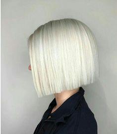 Blunt beauty - All For Bob Hair Trending Short Hair Cuts, Short Hair Styles, Blunt Hair, Blunt Bob, White Blonde Hair, Grunge Hair, Great Hair, Hair Today, Messy Hairstyles