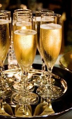 The historic Abbey is the ultimate San Diego cocktail party location. This two hour event includes champagne and signature cocktails and drink specials. Four Loko, Art Du Vin, Before Midnight, In Vino Veritas, Nouvel An, New Years Eve Party, Happy New Year, Fine Dining, Party Time
