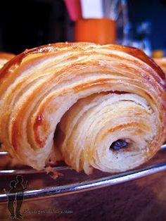 Petits pains au chocolat (feuilletage rapide) Homemade Croissants, Donuts, Pastry And Bakery, Just Cakes, French Pastries, Relleno, Kids Meals, Sweet Recipes, Baking Recipes