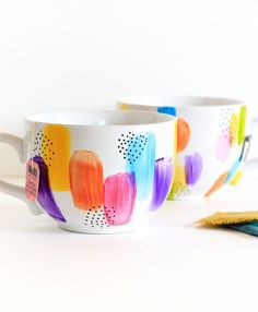 pottery painting designs Dishwasher Safe Decorated Mugs Ceramic Painting, Diy Painting, Painting On Mugs, Mug Noel, Diy Becher, Diy Mug Designs, Pottery Painting Designs, Painted Coffee Mugs, Mug Decorating