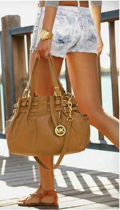 To go everywhere, matching with everything, sandals includes. Spring, Summer ... #purse #handbag #bolso #Bombon #springtime #springbreak #spring #summertime #summer #instalike #insta #instagramers #instagram @michaelkors #instagood #instadaily #fashion #fashionable #fashionblogger #moda #modafashion #instacool #blog
