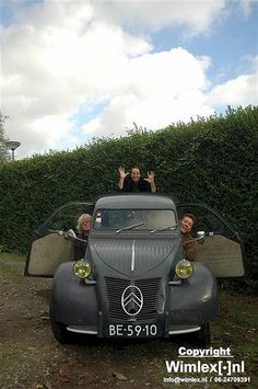 Amazing Stroopwafels The Amazing Stroopwafels in an old Citroen AZU Van Vintage Cars, Antique Cars, Van Der Graaf, 2cv6, Car Advertising, Car Humor, Amazing Cars, Rotterdam, Wheels