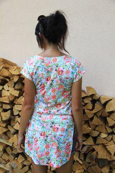 Návod jak ušít dámskou tuniku + střih ve velikostech 32 - 62 Sewing Patterns, Short Sleeve Dresses, Short Kimono, Summer Dresses, T Shirt, Women, Fashion, Tunic, Supreme T Shirt