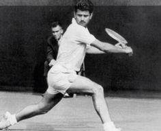 Juan Manuel Couder (Valladolid, 1934-Madrid, 1999). Campeón de España individual de Tenis en 1955, 56, 65 y 1966. Vencedor del Open de Canadá en 1962. Integrante del equipo de Copa Davis en 17 eliminatorias entre los años 1956 y 1965. Finalista del Conde de Godó en 1963.