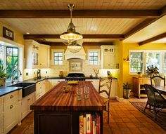California Cottage Kitchen and Dining Room, Recent renovation of 1920s Santa Barbara cottage. Swap of original kitchen with dining room to make better use of space and update to 21st century, while retaining period charm., View of kitchen from entry way/living room, Kitchens Design