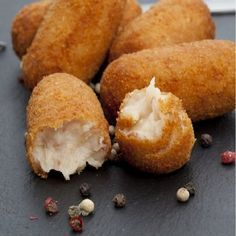 Fondant croquettes at Kiri Köstliche Desserts, Delicious Desserts, Yummy Food, Les Croquettes, Tapas Recipes, Dinner Recipes Easy Quick, Best Appetizers, Clean Eating Snacks, Finger Foods
