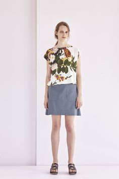 The Kuwaii Shell Tee (Print) features our incredible fresco inspired botanical print, making it the perfect top for work through the day, to wear to an event after work or casually on the weekend. The Shell Tee is a Kuwaii staple; an easy boxy shape, with a capped sleeve and a wide curved neckline, this style ends at hip length.  — A flattering and easy tee style — Finishes at hip length — Boxy silhouette — Slightly curved hemline — Made in a twill viscose fabric with our digital floral…