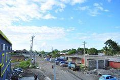 🇰🇲 Les 10 meilleurs endroits à visiter aux Comores 🇰🇲 – Tsilemewa™ Destinations, Site Archéologique, Parc National, Blog Voyage, Street View, Small Places, Places To Visit, Tourism, Active Volcano