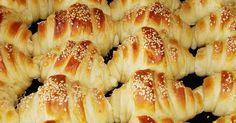 Την συνταγή αυτή την έχω πάρει από την αδερφή μου Daca. Υπέροχα και νόστιμα σπιτικά κρουασάν στα οποία κανένας δεν μπορεί να αντισταθεί :)...