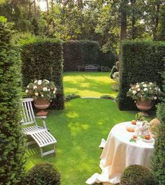 Creating Outdoor Rooms with hedges. Level drop to lower garden. Formal Gardens, Outdoor Gardens, Life Is Beautiful, Beautiful Gardens, Amazing Gardens, Outdoor Living Rooms, Outdoor Spaces, White Gardens, Outdoor Entertaining