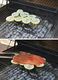 Salmon cooked on lemons