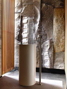 Nowoczesna łazienka, nowoczesne materiały w łazience, design nowoczesnej łazienki czyli 3 w 1 - zapraszam do wnętrza luksusowego domu 65BTP House u Pani Dyrektor.