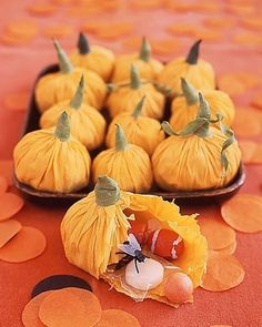 DIY Halloween Treat Bags, Use crepe paper to make pumpkin pouches to hold candy and treats inside COMBINE- it is being used as a decoration and party favor. Dulceros Halloween, Bonbon Halloween, Diy Halloween Treats, Halloween Crafts For Kids, Holidays Halloween, Fall Crafts, Holiday Crafts, Holiday Fun, Halloween Decorations
