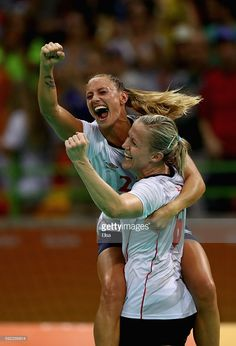 Camilla Herrem (L) and Heidi Loke of Norway celebrate their victory following the Women's Handball Bronze medal match between Netherlands and Norway at Future Arena on Day 15 of the Rio 2016 Olympic Games at the Future Arena on August 20, 2016 in Rio de Janeiro, Brazil. Women's Handball, Scandinavian Countries, Sport Inspiration, August 20, Rio Olympics 2016, Garra, Rio 2016, Female Athletes, Olympic Games