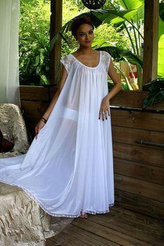 8603d3a0c1f53e Blanc bat son plein chemise de nuit  Lingerie par… Luxury Lingerie