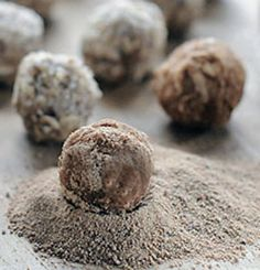 Homemade Dog Food Coconut oil treats for dogs. Also treating itchy skin with coconut oil Puppy Treats, Diy Dog Treats, Homemade Dog Treats, Dog Treat Recipes, Dog Food Recipes, Horse Treats, Homemade Recipe, Coconut Oil For Dogs, Coconut Oil Uses