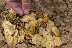 Mergulhadores encontram duas mil moedas de ouro no mar em Israel http://glo.bo/1FsrRz2 #G1