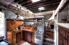 Spanien, Ibiza: Finca Can Lluch. Ein Haus für alle die das Alte schätzen. Sehr ruhig gelegen mit wunderschönem Blick auf die hügelige Landschaft ...